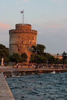 Thessaloniki - Second city of Greece with more than 1 million people. This is the White Tower is the emblem of the city Places Around The World, The Places Youll Go, Great Places, Places To See, Beautiful Places, Around The Worlds, Greece Travel, European Travel, Vacation Trips