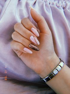 Nail art Christmas - the festive spirit on the nails. Over 70 creative ideas and tutorials - My Nails Nude Nails, Pink Nails, Manicure Rose, Manicure Ideas, Nail Ideas, Hair And Nails, My Nails, Nail Polish, Pink Polish