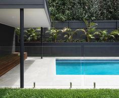 Glass fence around pool Pool Paving, Swimming Pool Landscaping, Swimming Pool Designs, Pool Gazebo, Pool Fence, Glass Pool Fencing, Fence Around Pool, Moderne Pools, Exterior Wall Cladding