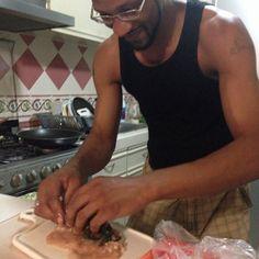 Manos a la obra,cuando Marcus llega,nadie más que él cocina! #TheStoryOfUs