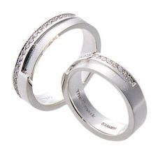#LoveMarkPH Crossing Paths Silver Couple Ring: Made with 92.5% silver & 5 pieces of 1.0mm cubic zirconia (for women's ring only) [Item code: lr0043]