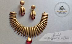 Gold Bridal Jewellery Sets, Gold Temple Jewellery, Gold Jewellery Design, Indian Gold Necklace Designs, Jewellery Showroom, Jewelry Design Drawing, Gold Jewelry Simple, Platinum Jewelry, Gold Accessories