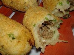 I don't know what is this but look like croquets I Love Food, Good Food, Yummy Food, Brazilian Dishes, Food Porn, Portuguese Recipes, Snacks, Gnocchi, I Foods