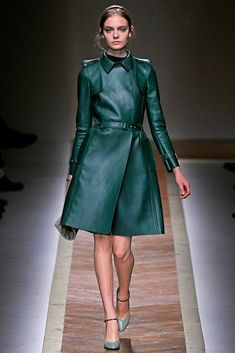 See the complete Valentino Fall 2011 Ready-to-Wear collection.