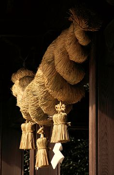 Shimenawa are lengths of braided rice straw rope used for ritual purification in… Japanese Shrine, Japanese Temple, Japanese Art, Japanese Style, Altar, World Religions, Kokoro, Nihon, Okinawa