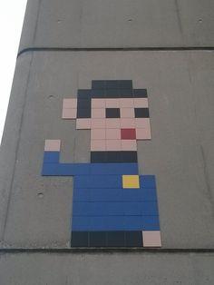 Street art photo - Space invader by michaurel, Paris, Île-de-France, France Graffiti Murals, Murals Street Art, Street Art Graffiti, Invader Paris, Street Installation, Different Kinds Of Art, Street Art Photography, Amazing Street Art, Space Invaders