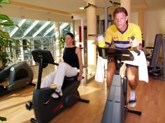 Fitnessraum mit Top Ausstattung! Stationary, Gym Equipment, Bike, Sports, Gym Room, Bicycle, Hs Sports, Bicycles, Workout Equipment