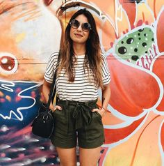 Pin by Lua De Krystal on Look Style in 2019 Short Outfits, Outfits For Teens, Khaki Shorts Outfit, Summer Holiday Outfits, Look Con Short, Skinny, Summer Looks, Girl Pictures, Look Fashion