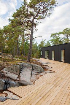 Villa Blåbär by pS Arkitektur / Marvelous Black Exterior Paint with Bright White Interior - Hupehome Urban Landscape, Landscape Design, Garden Design, House Design, Design Hotel, Design Design, Nature Architecture, Architecture Design, Exterior Paint