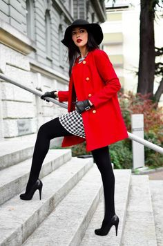 plaid dress, red coat, tights, black pumps - perfect business casual look Fall Fashion Tights, Fall Fashion Trends, Autumn Fashion, Winter Tights, Fashion Ideas, Fashion Coat, Street Fashion, Red Coat Outfit, Black Tights Outfit