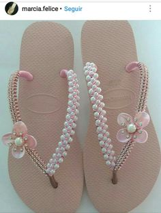 Diy Hair Accessories, Summer Accessories, Dressy Flip Flops, Flip Flop Craft, Hello Kitty Shoes, Decorating Flip Flops, Beaded Shoes, Creative Shoes, Shoe Crafts