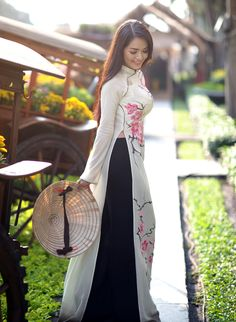 Loving Asian Culture: Traditional Costumes | Sparkling Glimmerella - Vietnam