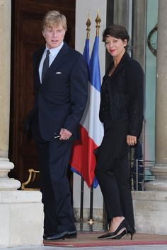 Sibylle Szaggars Photos - Actor Robert Redford with wife Sibylle Szaggars arrives at the Elysee Palace to receive the Legion d'Honneur on October 2010 in Paris, France. - Robert Redford Receives Legion d'Honneur - Outside Arrival at Elysee Palace Elysee Palace, Paul Newman Robert Redford, The Horse Whisperer, Alec Baldwin, Sundance Film Festival, October 14, Small Moments, Celebrity Kids, Photo L