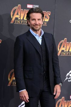 Bradley Cooper attends the premiere of Disney and Marvel's 'Avengers: Infinity War' on April 2018 in Los Angeles, California. Bradley Cooper Hot, Celebrity Outfits, Celebrity Style, J Crew Outfits, Summer Outfits Men, Holiday Outfits, Stylish Work Outfits, Business Casual Men, Jack Nicholson