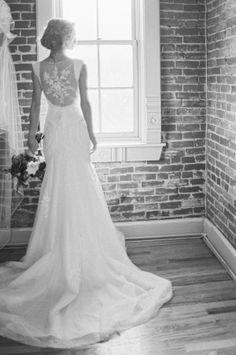 Designer: Dora Grace Bridal | Photographer: Lisa O'Dwyer