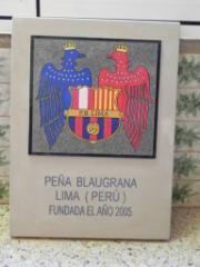 Placa PBLima antes de ser colocada en los muros del Camp Nou.