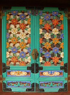 why not paint shouters with flowers, good idea Cool Doors, Unique Doors, Knobs And Knockers, Door Knobs, Entrance Doors, Doorway, Portal, When One Door Closes, Door Gate