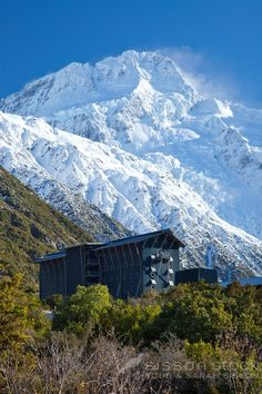 Hermitage Motel and snow-covered Aoraki (Mt Cook) National Park - South Island, New Zealand ~ The Beautiful Country, Beautiful Places, Great Places, Places To Visit, Hermitage Hotel, New Zealand Image, Lake Tekapo, New Zealand Houses, New Zealand Landscape