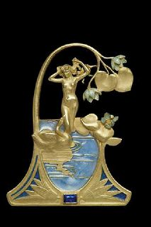Art Nouveau. Renè Lalique 1899 gold and enamel pendant inspired by the mythological story of Leda and the Swan