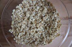 Haferflocken-Frikadellen vegan – einfaches Rezept mit wenig Zutaten Coconut Flakes, How To Dry Basil, Grains, Spices, Food And Drink, Herbs, Few Ingredients, Hamburger Patties, Tasty Vegetarian Recipes