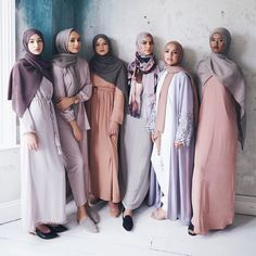Elegant muslim outfits ideas for eid mubarak 35 Islamic Fashion, Muslim Fashion, Modest Fashion, Modest Outfits Muslim, Dubai Fashion, Abaya Fashion, Fashion 2017, Funky Fashion, Black Women Fashion