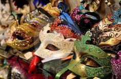 """Coisas de Terê→ """" Hoje amarrei no rosto das palavras minha máscara. Faço o que posso.""""  Manuel de Barros"""