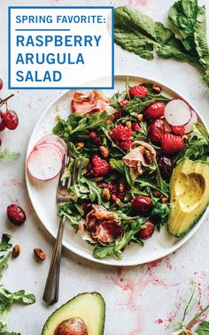 This Raspberry Arugula Salad pairs the sweetness of raspberries with arugula and prosciutto and is drizzled with olive oil, keeping this recipe super light. Healthy Dishes, Tasty Dishes, Healthy Eating, Healthy Recipes, Healthy Foods, Raspberry Salad, Grape Salad, Arugula Salad, Pistachios