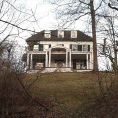 Haunted Houses 29 Creepy Places In Ohio That Will Terrify You Tips on Finding an Adirondack Chair Se Abandoned Ohio, Abandoned Amusement Parks, Abandoned Castles, Abandoned Mansions, Abandoned Houses, Abandoned Places, Old Houses, Haunted Houses, Scary Houses