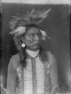 An unidentified man of the Blackfoot Nation.  1900. No additional information.