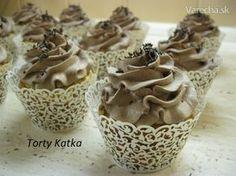 Jednoduché muffiny s čokoládkou Margot ozdobené parížskou šľahačkou. Skvelá maškrta ku kávičke. Cupcake Recipes, Dessert Recipes, Desserts, Croissants, Nutella, Cooking Tips, Muffins, Food And Drink, Pudding