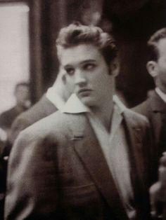Elvis.........................lbxxx.