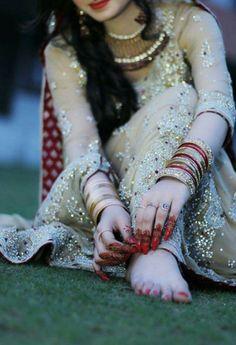56 New Ideas For Jewerly Bracelets Necklaces Pakistani Bridal Makeup, Pakistani Bridal Dresses, Indian Bridal, Pakistan Wedding, Bridal Photoshoot, Bridal Shoot, Wedding Shoot, Wedding Couple Poses, Bride Poses