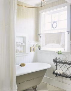❤ The window treatment in this White Bath