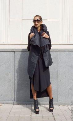 Купить или заказать Жилет Zipper Lofty Topics в интернет-магазине на Ярмарке Мастеров. Пальто-жилет из плотного непродуваемого и непромокаемого материала с объемным воротником Изделие на синтепоне, на молнии,карманы на молнии, так же на спинке пришита молния которой вы можете регулировать силуэт. Нестандартный крой, в котором вы будете чувствовать себя уникальной. Вы можете одевать это изделие поверх кожаной куртки или даже тонкой дубленки. Состав: Плотная плащевая ткань -полиэстер.