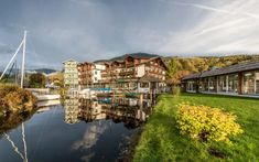 Romantik Hotel Seefischer am See in Döbriach Lake Hotel, Spa Hotel, Mansions, House Styles, Romantic Vacations, Steam Bath, Perfect Place, Manor Houses