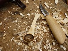 How to carve a spoon without a hook knife...