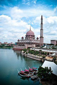 Putrajaya, Malaysia Tokyo Japan Travel, Japan Travel Tips, China Travel, Bali Travel, Putrajaya, Kuala Lumpur, Strait Of Malacca, Asian Architecture, Beautiful Mosques