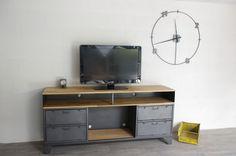 Réalisation d'un meuble tv industriel sur mesure avec clapets militaires