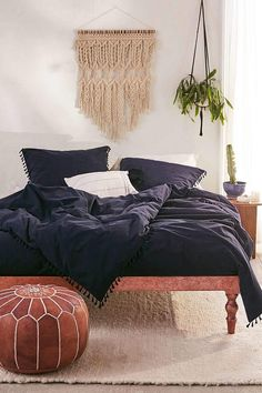 Bedrooms That WIll Inspire Some Big Ideas – The living room is the thing that defines your property. A messy home is a visual and mental drain. Then m… Home & Apartment Ideas for be… Home Decor Bedroom, Home, Dark Bedding, Bedroom Diy, Bed, Duvet Covers, Luxury Bedding, Bedroom, Navy Duvet