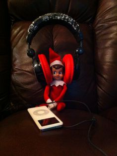 Elf on the Shelf - Jamming out
