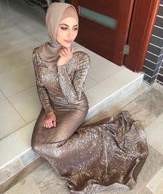 Girl in Hijab Beautiful Muslim Women, Beautiful Hijab, Merida, Pretty Dresses, Sexy Dresses, Prom Dresses, Hijab Dress Party, Hijab Outfit, Muslim Women Fashion