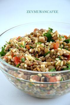 Yeşil Mercimek Salatası Green lentil salad recipe is included in healthy salad recipes that can be a meal alone. You can also choose this salad that you can prepare for five teas for dinner, Lentil … Green Lentil Salad, Green Lentils, Lentil Salad Recipes, Healthy Salad Recipes, Turkish Salad, Appetizer Salads, Vegetarian Appetizers, Turkish Recipes, Vegetable Recipes