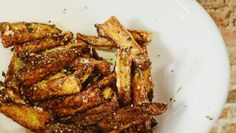 Sick of soggy, boring fries? We used our favorite Philips air fryer and a handful of ingredients to make restaurant-worthy air fryer french fries. Healthy Appetizers, Appetizer Recipes, Philips Air Fryer, Cooks Air Fryer, Air Fryer French Fries, French Fries Recipe, Air Fried Food, Cast Iron Recipes, Dish