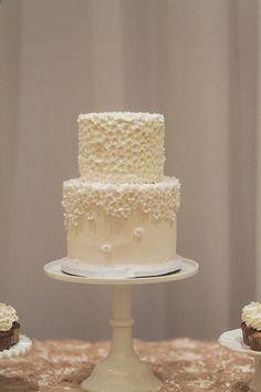 A Flower Petal Covered Wedding Cake Wedding Desserts, Wedding Cakes, Cute Birthday Cakes, Cakes Plus, 100 Layer Cake, Cinderella Wedding, Cake Cover, Small Cake, Piece Of Cakes
