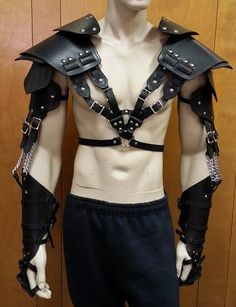 I like the style but it leaves a LOT of guts exposed. Maybe this is designed to be worn with a shield for further protection? Or in conjunction with other, torso armour? - Double Strap Leather Full Arm Harness armor
