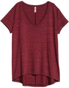 V-neck top in soft slub jersey with short sleeves, a seam centre back and a rounded hem. Longer at the back. Cute Everyday Outfits, Casual Work Outfits, Work Casual, Cool Outfits, T Shirt And Shorts, Red Shirt, Jersey Shirt, Red Short Sleeve Tops, Short Sleeves