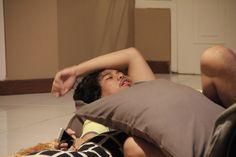 Tidur sebelum raker adalah ritual yang wajib dilakukan.
