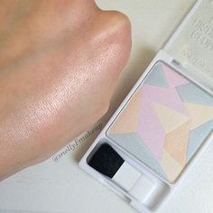 Wet n Wild Geometric Highlighting Powder in Where The Dreamers Go. Follow my instagram @mellyfmakeup for more!
