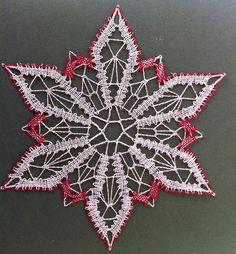 Mi madre es Encajera Bobbin Lace Patterns, Crochet Butterfly, Lace Heart, Lace Jewelry, Christmas Snowflakes, Lace Making, Christmas Themes, Lace Detail, Quilts