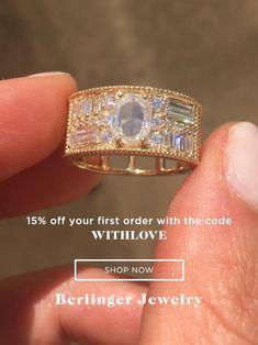 Diamond Rings, Diamond Engagement Rings, Gold Rings, Oval Diamond, Alternative Wedding Rings, Accesorios Casual, Beautiful Engagement Rings, Jewelry Design, Jewelry Ideas